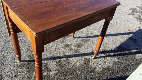 Antique Oak Kitchen Table – Has one Drop leaf side – Great Table ...