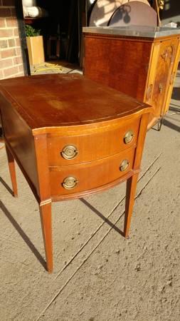 00m0m_h4rodtfdhz5_600x450 - Antique Side Tables