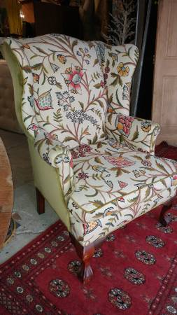 Antique Crewel Fabric Wing Back Living Room Chair – BEAUTIFUL!!