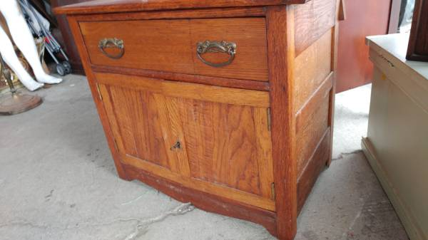 Antique Oak Wash Stand W Towel Bar Beautiful Table