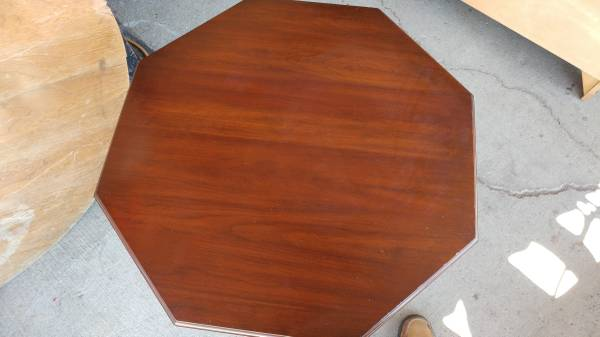Henkel Harris Mahogany Black Cherry 8 Sided Side Table
