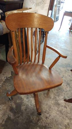 Cool Antique Oak Desk Chair Windsor Style Swivel W Wheels Nice Dailytribune Chair Design For Home Dailytribuneorg