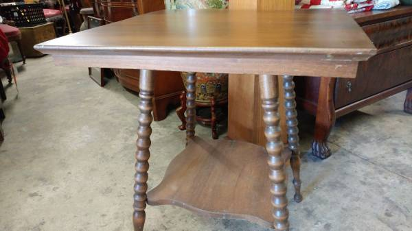 Antique Walnut Side Table With Spindle Legs U2013 Nice Side Table U2013 Long Valley  Traders