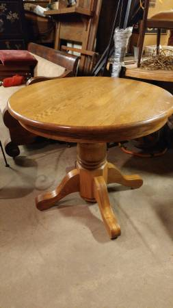 Round Oak Dining Kitchen Table Solid Excellent Small Beautiful